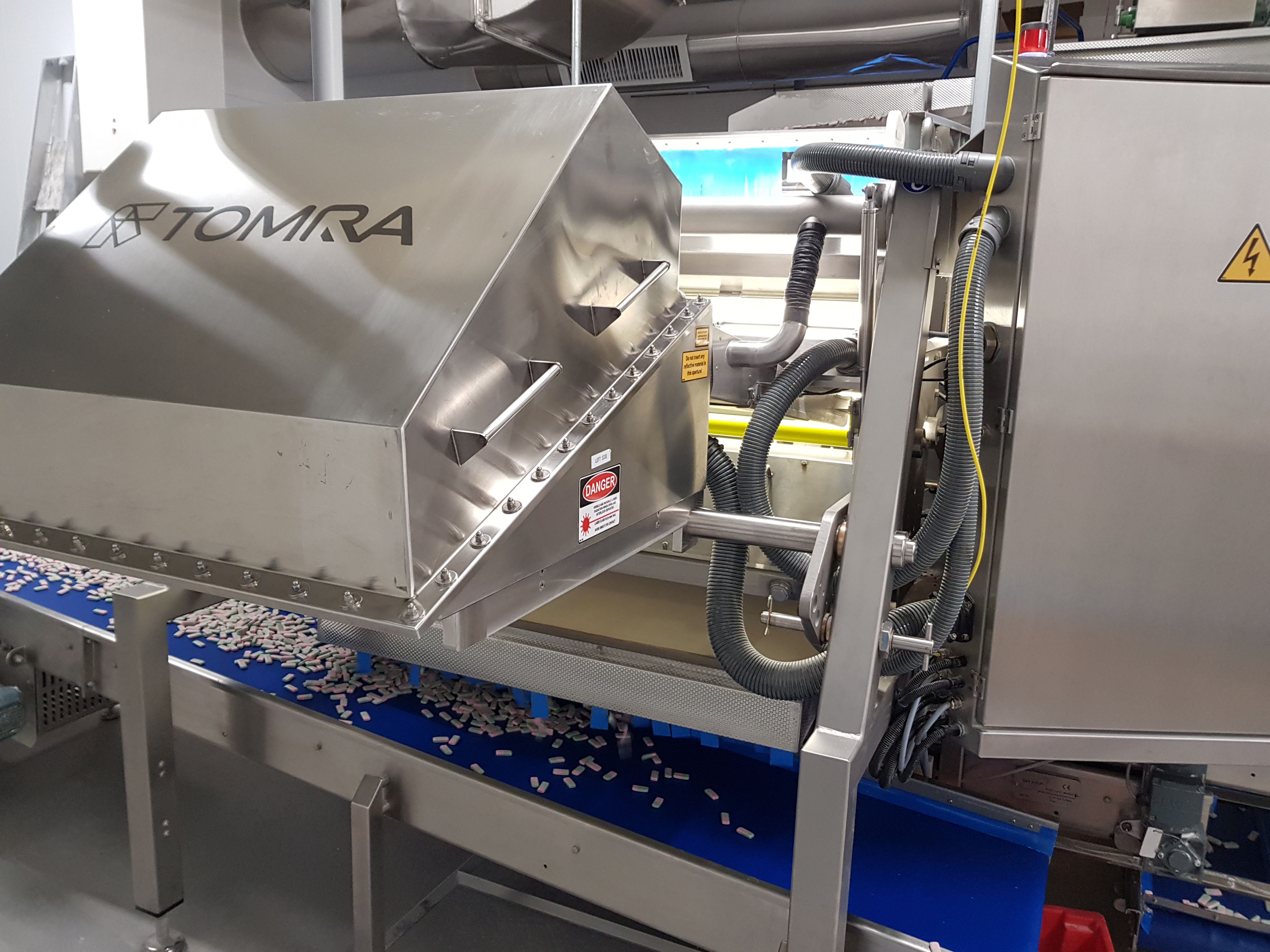TOMRA automates soft confectionery sorting at Swizzels Matlow_4