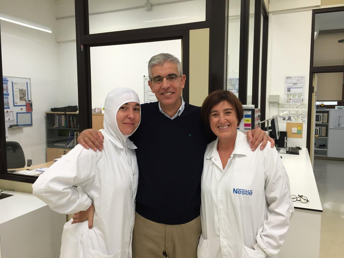 Verónica Gª Vega y Mª Ángeles Roza Roza Dpto Calidad y Seguridad Alimentaria de Nestle con Vicente
